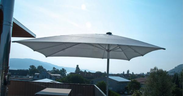 Sonnenschirm mit Schallschutz