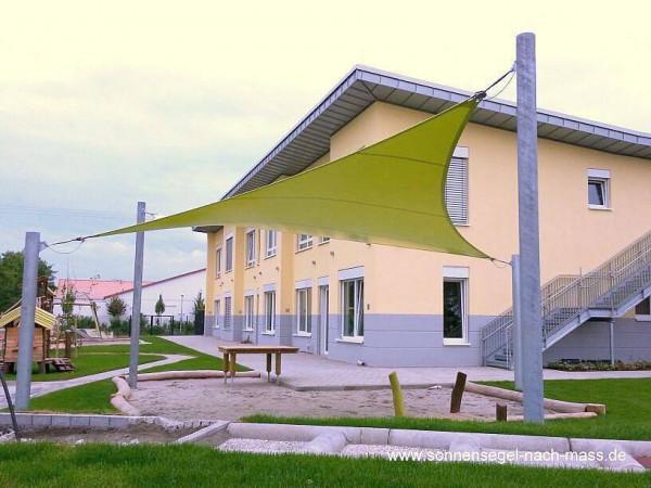 Dreidimensionales Sonnensegel an einer Schule